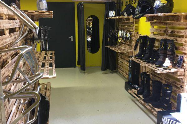 Binnen kant winkel Touratech Nederland Mill